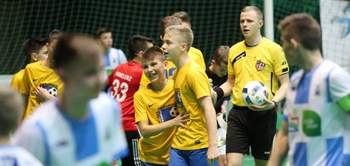 Artykuł: Młodzi piłkarze z Polski i zagranicy walczą w Stomil Cup [ZDJĘCIA]