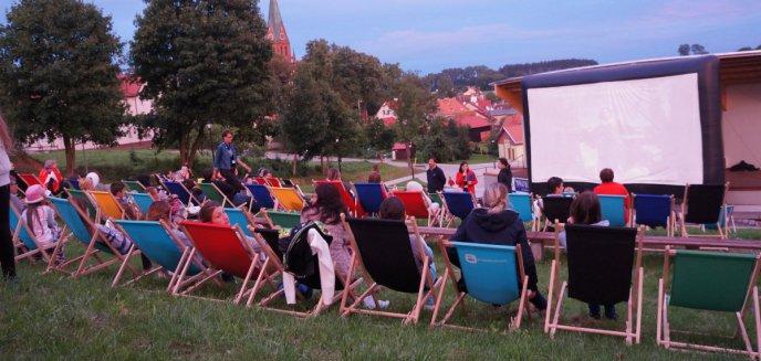 Artykuł: Powiatowe Kino pod Gwiazdami zawitało do Gietrzwałdu