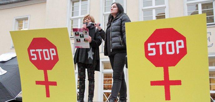 Artykuł: Czarny Piątek w Olsztynie. Kobiety uderzyły w rząd i Kościół [ZDJĘCIA]