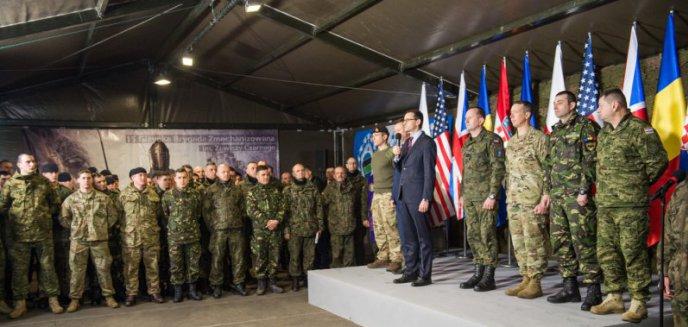 Artykuł: Premier Mateusz Morawiecki odwiedził żołnierzy NATO w Bemowie Piskim