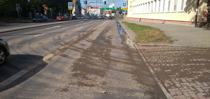Artykuł: Zabłocenie jezdni na ulicy Niepodległości. Nie obyło się bez mandatu