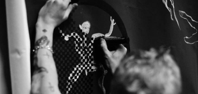 """Artykuł: PiS domaga się likwidacji wystawy. Szef MOK odpowiada:  Panowie """"moraliści"""" chcą nas tresować''"""