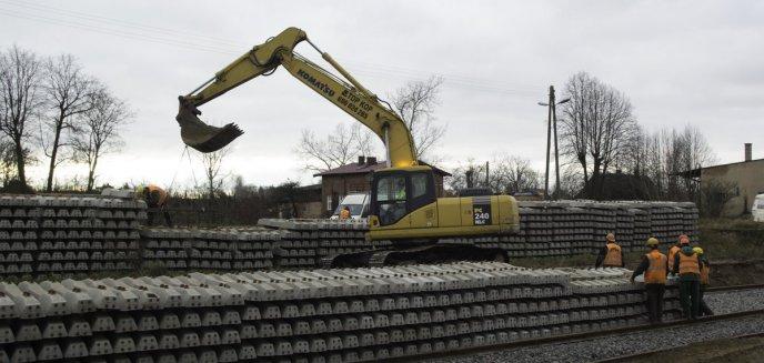 Artykuł: Ważna inwestycja kolejowa na trasie Szczytno-Ełk. Nowe perony już nabierają kształtu