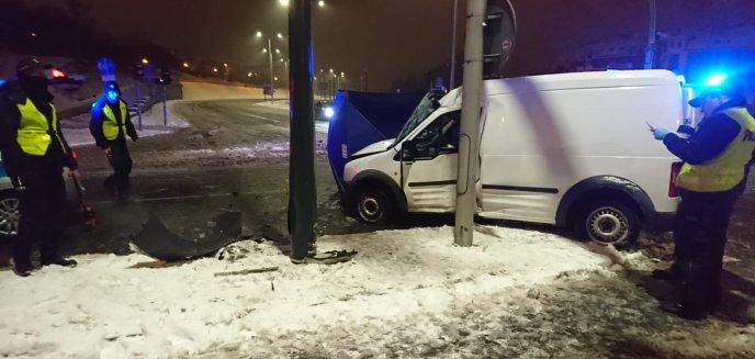 Artykuł: Tragedia na Jarotach. Nie żyje 24-letni kierowca [ZDJĘCIA]