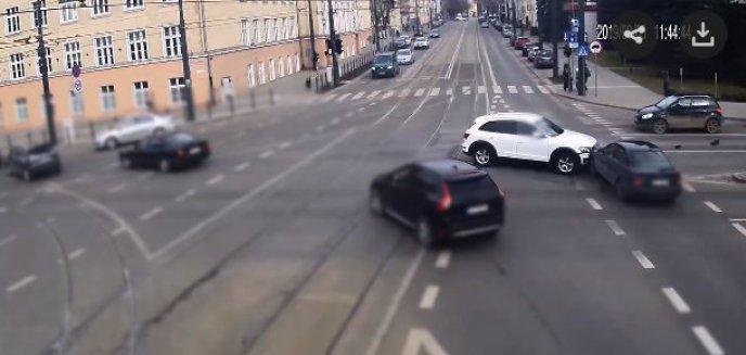 Artykuł: Olsztyńscy kierowcy wciąż mają problem na kolizyjnych lewoskrętach. Policja publikuje nagranie [WIDEO]