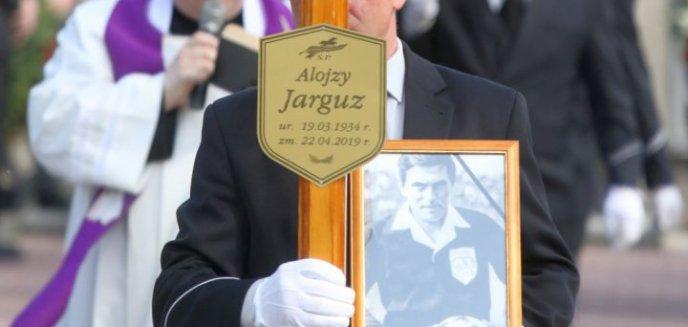 Pochowano Alojzego Jarguza, legendarnego sędziego piłkarskiego [ZDJĘCIA]