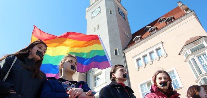 Artykuł: Piotr Grzymowicz objął patronatem Olsztyński Marsz Równości