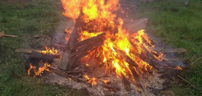 Rozpalili ognisko z... odpadów budowlanych