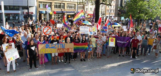 Artykuł: ''Białystok, dziękujemy!'' Kilkaset osób na demonstracji przed ratuszem w Olsztynie [ZDJĘCIA, WIDEO]