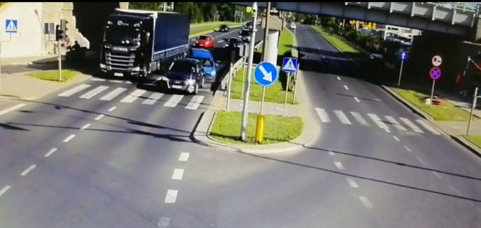 Artykuł: Pijany wsiadł za kierownicę i wjechał w inne auto na ul. Armii Krajowej [WIDEO]