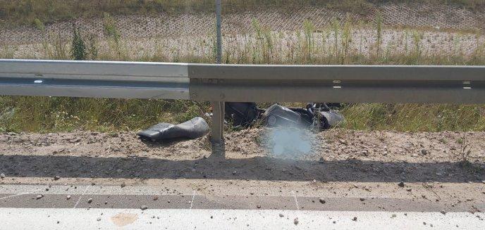 Pod Olsztynkiem 27-letni motocyklista uderzył w barierę ochronną. Zmarł na miejscu