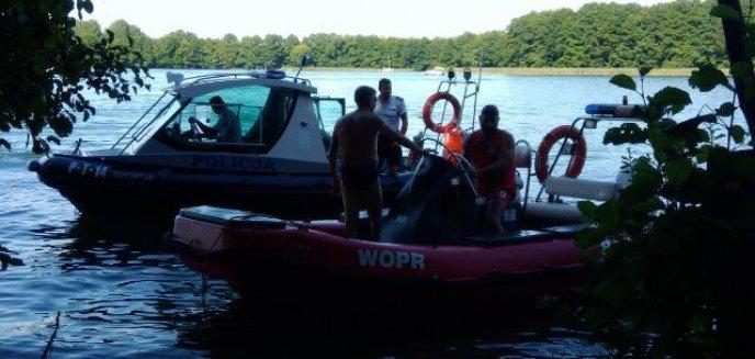 Bohaterska postawa policyjnego wywiadowcy. Uratował życie mężczyźnie, który wywrócił się na skuterze wodnym na Ukielu