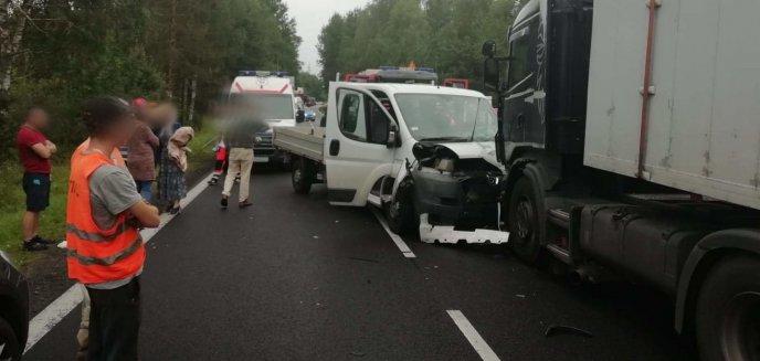 Kolejny wypadek na krajowej 16, tym razem w okolicy Starych Jabłonek. Dwie osoby w szpitalu