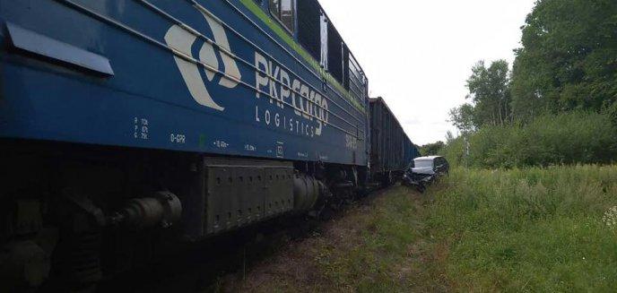 Wypadek na przejeździe kolejowym w Bukwałdzie. Kobieta wjechała pod pociąg towarowy