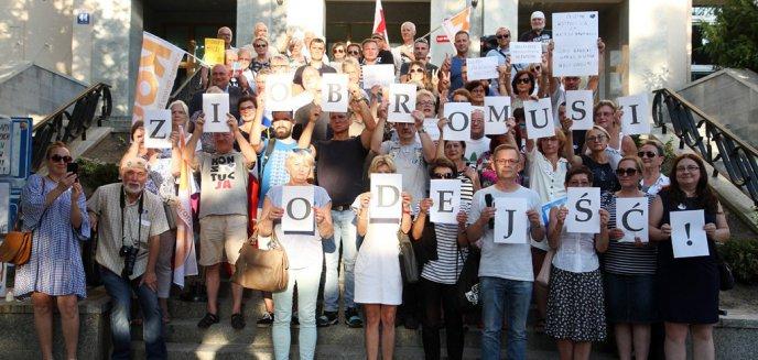Artykuł: ''Ziobro musi odejść''. KOD pikietował przed Sądem Rejonowym w Olsztynie [ZDJĘCIA]