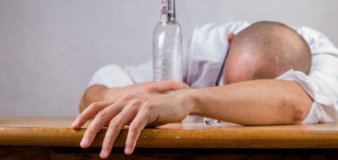 Artykuł: Pijany 54-latek ''opiekował się'' małym dzieckiem. Matka w domu także nietrzeźwa
