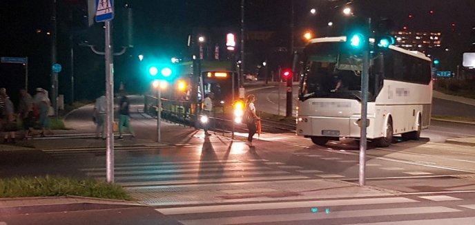 Artykuł: Awaria autokaru... zatrzymała ruch tramwajowy w Olsztynie [ZDJĘCIA]
