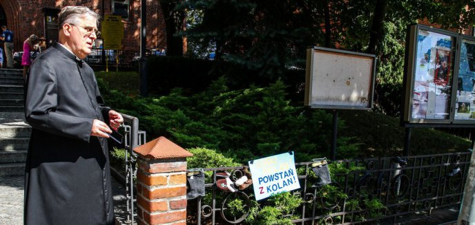 Echa akcji ''Baby Shoes Remember'' w Olsztynie. Kościół pozywa manifestujących