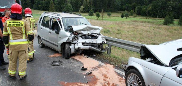 Artykuł: Wypadek pod Olsztynem. W zderzeniu suzuki i BMW ranne m.in. 7-letnie dziecko [ZDJĘCIA]