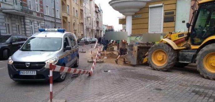 Artykuł: Samowolka budowlańców na olsztyńskich ulicach. Jeden zablokował chodnik, inny zamknął ulicę