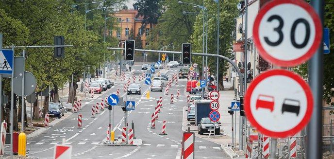 Artykuł: Remont ul. Partyzantów zakończony, a kierowcy dalej jadą przez ul. Mrongowiusza. Dlaczego?