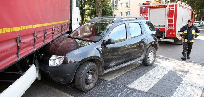 Artykuł: Groźne zdarzenie na ul. Zamenhofa. Ciężarówka wjechała w osobową dacię [ZDJĘCIA]