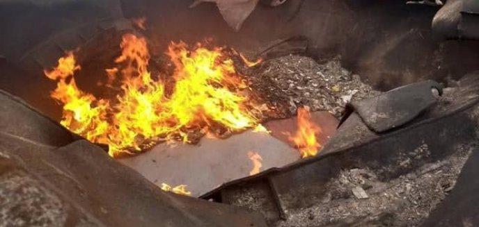 Artykuł: Rozbierali wagony kolejowe, a odpady postanowili spalić