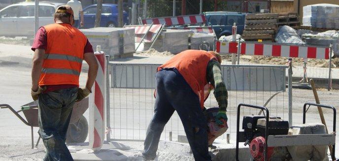Będą kładli asfalt na ul. Pana Tadeusza. Zmiany w organizacji ruchu [SCHEMAT]