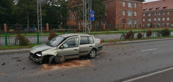 Pędził niczym rajdowiec? Groźne zdarzenie na ulicy Armii Krajowej w Olsztynie