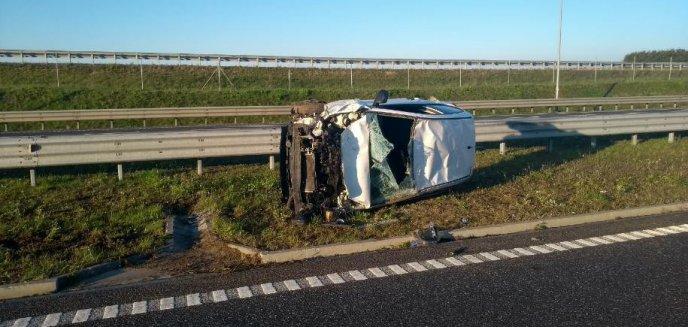 Artykuł: Zderzenie dwóch aut na S16. Kia dachowała