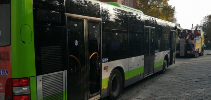 W centrum Olsztyna, po gwałtownym hamowaniu autobusu, zmarł 86-letni mężczyzna