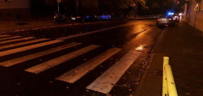 Kierowca audi potrącił dwie osoby na przejściu dla pieszych na Zatorzu