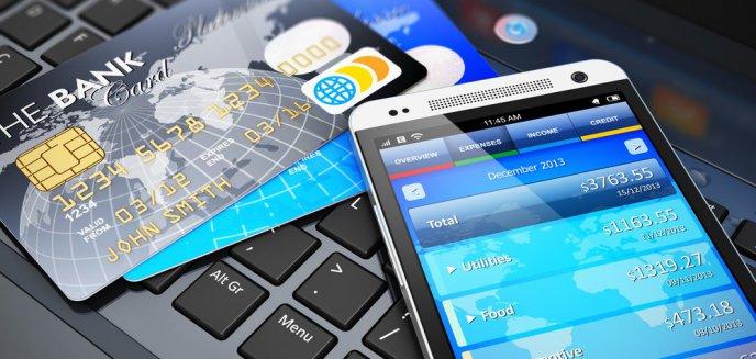 Jak bezpiecznie korzystać z bankowej aplikacji na smartfon i obronić się przed złodziejami internetowymi?