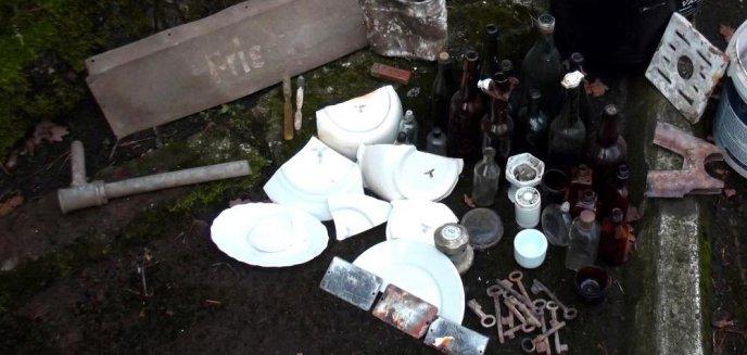 Artykuł: Tabliczka z napisem ''fryzjer'', miski, talerze. Cenne znaleziska w dawnej kwaterze Hitlera [ZDJĘCIA, WIDEO]