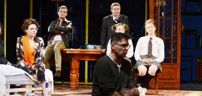 Artykuł: Sylwester z Malajkatem w olsztyńskim Teatrze Jaracza. Spektakl zaskoczy
