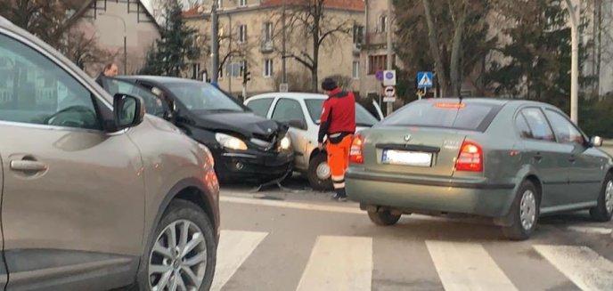 Artykuł: Kolizja na skrzyżowaniu ulic Śliwy i Barczewskiego. Jedna osoba w szpitalu