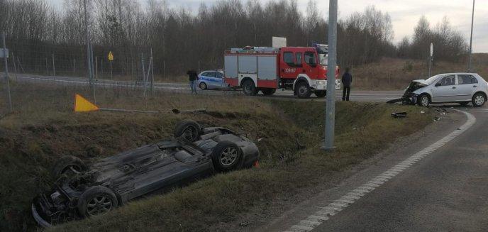 Artykuł: Auto dachowało na dk 51 pod Dywitami