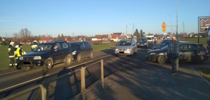 Artykuł: W Dywitach zderzyły się trzy auta osobowe [ZDJĘCIA]