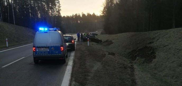 Artykuł: Groźnie na drogach powiatu. Audi w rowie i potrącenie na pasach