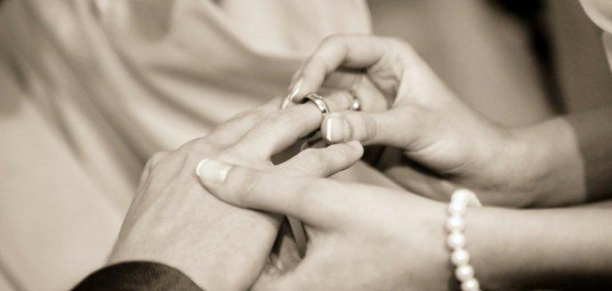 Artykuł: Niepełnosprawni zakochani z Biskupca nie wezmą ślubu. Sąd nie dał zgody