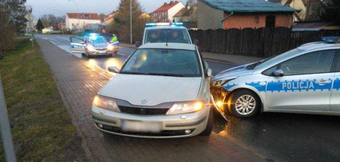 Artykuł: Barczewo. Skrajna bezmyślność kierowcy. Prowadził auto po pijaku i próbował zepchnąć z drogi radiowozy
