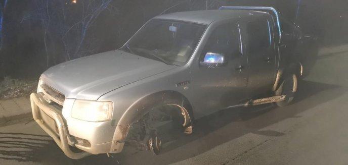 Artykuł: Pijany 72-latek prowadził forda bez... koła