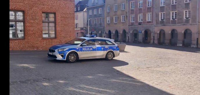 Koronawirus. Policjanci w komunikatach z radiowozów ostrzegają przed zagrożeniem [WIDEO]