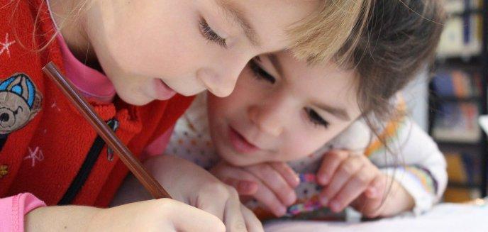 Artykuł: Koronawirus. Rodzice ponownie muszą składać wniosek o zasiłek na dziecko