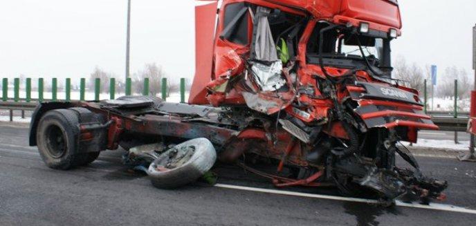 Niebezpieczne zderzenie ciężarówek na ''siódemce''
